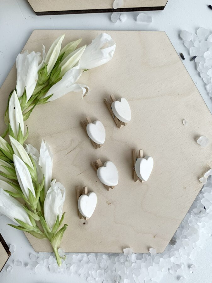 Clothespins ''White chocolate hearts''