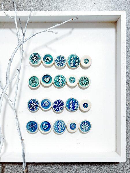 Krāsainie apaļie Ziemassvētku magnētiņi